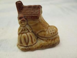 Red Rose Tea  Wade Whimsies Old Woman in a Shoe