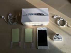 iPhone 5 white 16GB - excellent condition