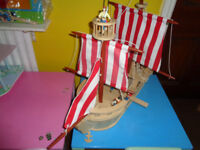 EARLY LEARNING CENTRE LARGE WOODEN PIRATE SHIP
