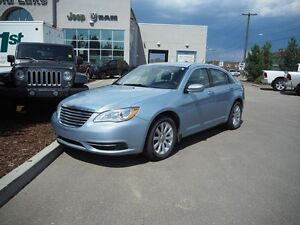 2013 CHRYSLER 200 LX, 2.4L, UNDER 43K KM, BLUETOOTH