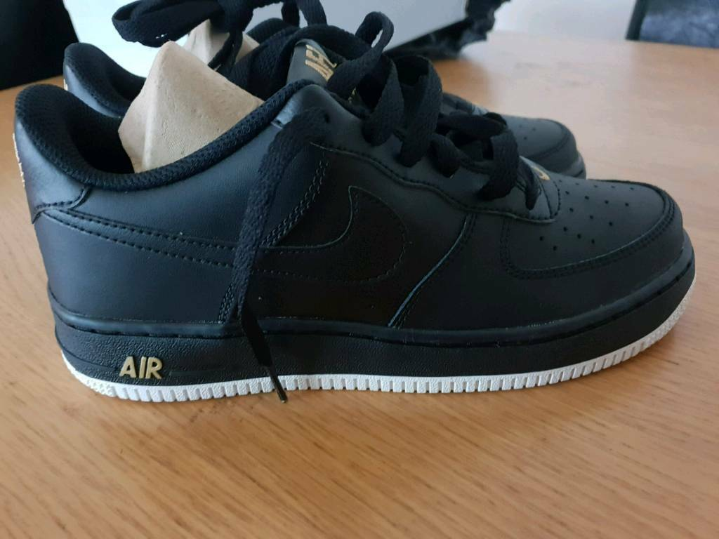 1a6b808f693f7 Nike trainers size 5 junior