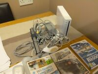 Nintendo Wii console with 6 games 2 controllers 2 num Chuck comes with instructions vgc gwo