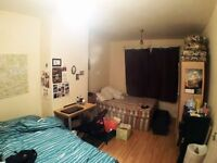 Large Double Room in White City, Minutes from station