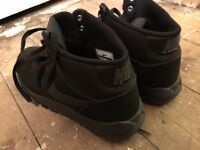 Nearly NEW NIKE Spring-Winter Boots 7UK