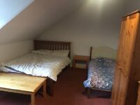2 beds in large double room with £430 plus bills no deposit