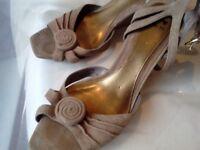Per una wider fit wedged sandals