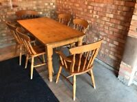 Solid oak table with 6 matching chairs (2 of which are carver chairs) - very good condition