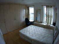 Beautiful double room in a 4 rooms house, Garden, 2 fridges, 1 bathroom, 1 toilet. Bills included