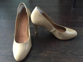 Beige Patent Heels Size 10M (NA)/40-41 (EU)/8 (UK)