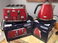DeLonghi Kettle & Toaster - Matching Set