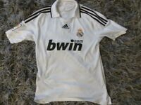 REAL MADRID HOME SHIRT SIZE MEDIUM NEW CONDITION