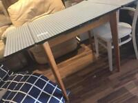 Retro gingham extendable dining table