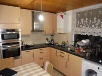 Modern bedroom flat with 2 bathrooms within walking distance to Forest Hill train