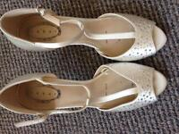 Debut ivory evening shoes size 6