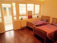 ** ONE BED IN A TRIPLE ROOM TO SHARE !! WEST FERRY !! £ 75 PW !!