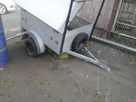 trailer with lock fast cover lid