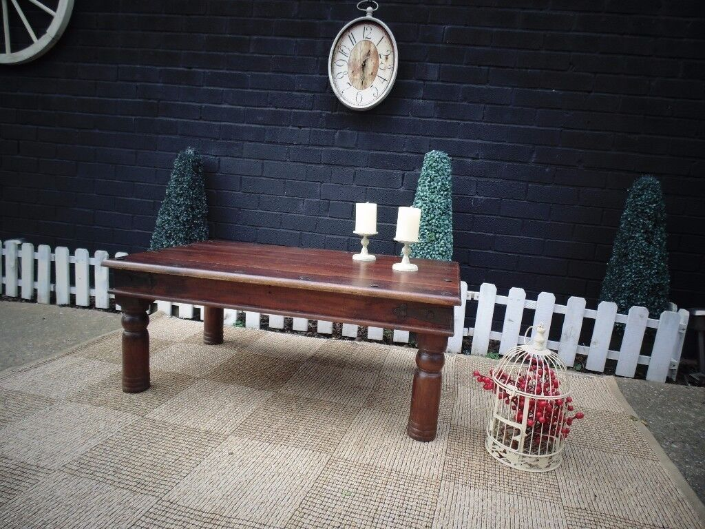 INDONESIAN WOOD LARGE COFFEE TABLE VERY SOLID TABLE AND IT'S IN VERY GOOD CONDITION 100/60/41 cm £40