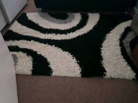 Shaggy rug black and white