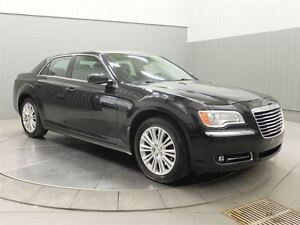 2014 Chrysler 300 AWD MAGS TOIT PANO CUIR West Island Greater Montréal image 3