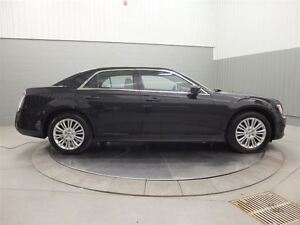 2014 Chrysler 300 AWD MAGS TOIT PANO CUIR West Island Greater Montréal image 4