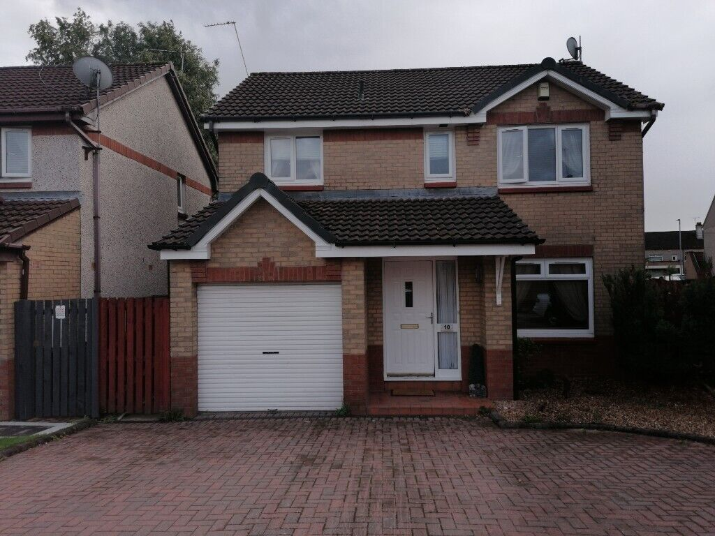 Exceptionally well presented detached 4 bedroom house on ...