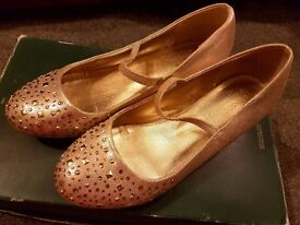 Gilr's shoes size 3. Monsoon