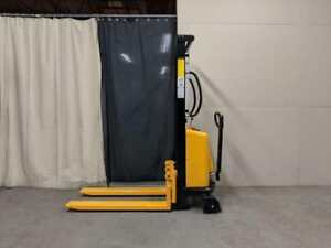 HOC EMS63 SEMI ELECTRIC PALLET STACKER 1000 KG (2204 LB) 63 INCH CAPACITY + FREE SHIPPING + 1 YEAR WARRANTY