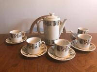 Vintage tea set - tea pot & 5 cups and saucers Alfred Clough made In England