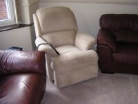 ELECTRIC RISER RECINE CHAIR GOOD CONDITION FULLY WORKING.