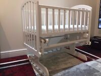 Baby swinging Crib in