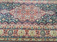 Striking Vintage Persian/Oriental 100% Wool Rug