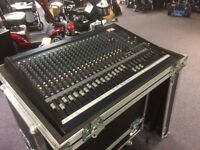 Yamaha MG24 / 14 FX Mixing Desk with Full Flight Case