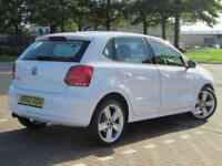 Volkswagen Polo SEL (white) 2012-12-21