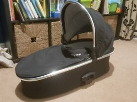 Babystyle Oyster Max / Gem Carrycot Black including rain cover