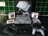 SONY PLAYSTATION 1 GAMES CONSOLE BUNDLE WITH 2 RARE ARCADE STYLE JOYSTICKS, 6 GAMES AND MORE