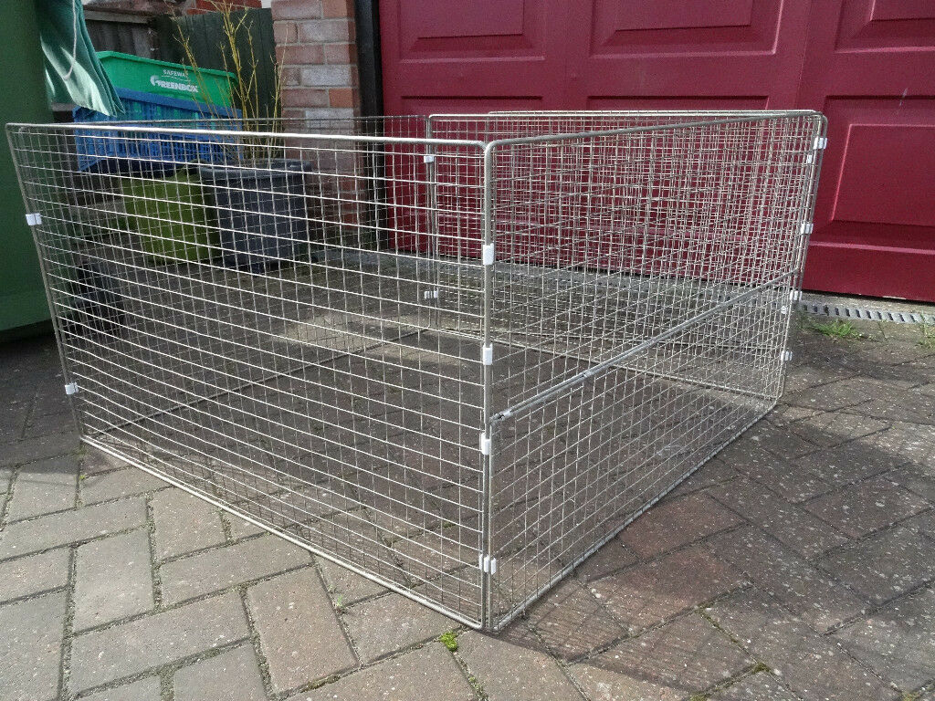 Puppy / dog pen, six panels including one with half dropdown side