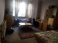 Bedroom to rent for July in Bruntsfield