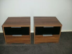 2 BEDSIDE CABINETS 2 DRAWS