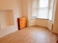 double room for 1 person only, good location- 3 mins. to Turnpike Lane Station