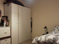 Large Single room to let in West Kensington