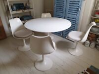 Vintage retro iconic Saarinen-designed Tulip table and four chairs