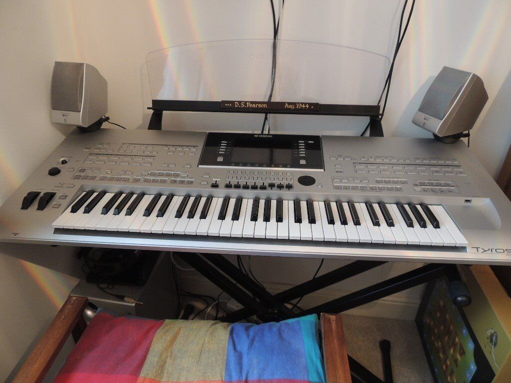 Tyros 3 Keyboard and stand with speakers and manual,excellent condition