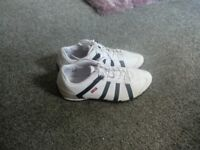 LEVIS MENS WHITE/BLACK TRAINERS SIZE 9 AS NEW