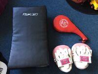 MARTIAL ARTS/KARATE Equipment / REEBOK Kick Pad / Punch pads and kick pad