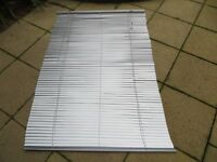 105 cm W * 156cm L Silver aluminium venetian blind