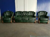 GREEN LEATHER 3 SEATER SOFA / SETTEE / SUITE & 2 CHAIRS WITH WOODEN TRIM / FINISH DELIVERY AVAILABLE