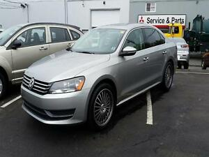 2012 Volkswagen Passat 2.5L | LEATHER | SUNROOF | BLUETOOTH