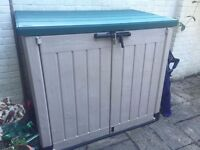 Keter 'Store It Out Max' garden storage unit in fantastic condition for sale £80