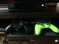 XBOX ONE + Kinect + 2 Controllers + Headset + Game