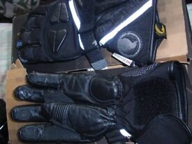 BELSTAFF MOTORCYCLE GLOVES. GENUINE LEATHER SIZE LARGE VG CONDITION AS USED ONLY A FEW TIMES